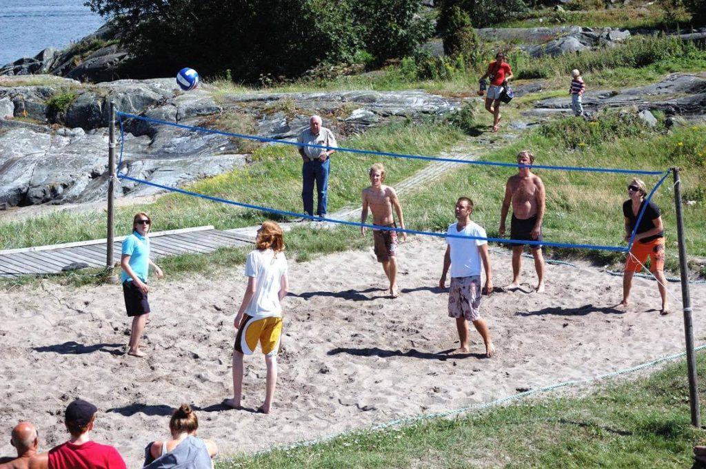 Beachvolleymatch på halvdäck